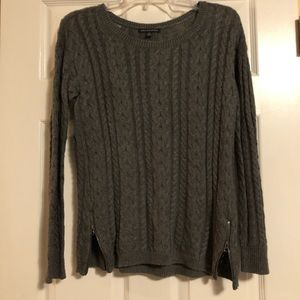 Gray Cable Knit AE Sweater - women's small